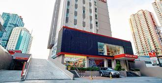 Red Planet Manila Amorsolo - Manila - Edificio