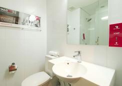 Red Planet Amorsolo - Manila - Phòng tắm