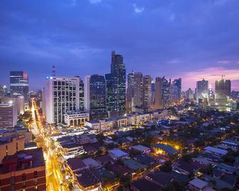 Red Planet Manila Makati - Makati - Outdoor view