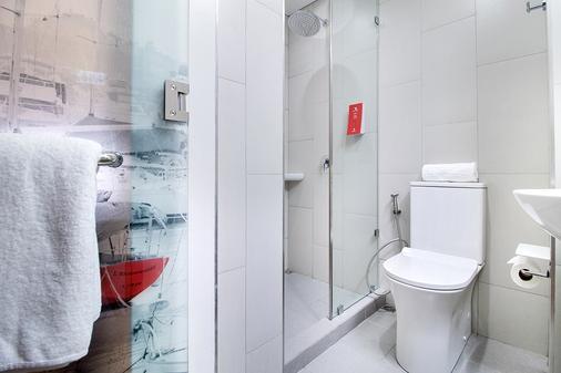 Red Planet Manila Bay - Manila - Bathroom