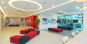 馬尼拉賓諾多紅色行星酒店 - 馬尼拉 - 大廳