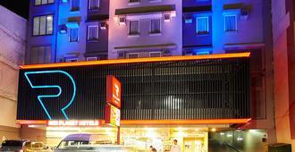 Red Planet Manila Mabini - Manila - Edificio