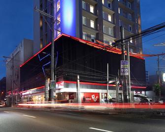 Red Planet Aurora Boulevard - Quezon City - Gebouw