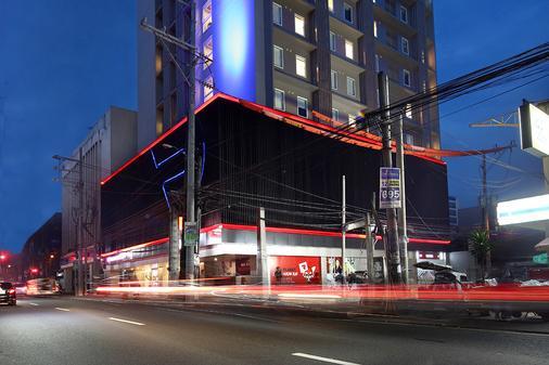 Red Planet Aurora Boulevard - Quezon City - Toà nhà