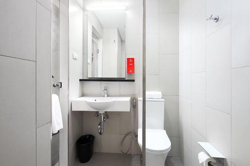 Red Planet Aurora Boulevard - Quezon City - Phòng tắm