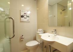 Red Planet Davao - Davao City - Bathroom