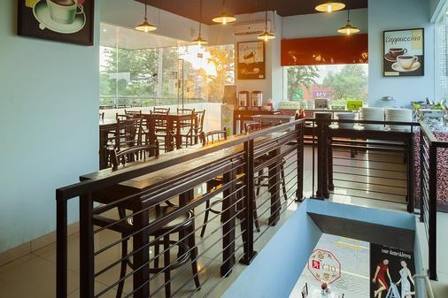 泗水紅色星球酒店 - 泗水 - 泗水 - 酒吧