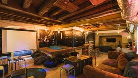 Hub New Lisbon Hostel - Lisbon - Living room