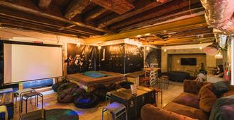 Hub New Lisbon Hostel - ליסבון - סלון