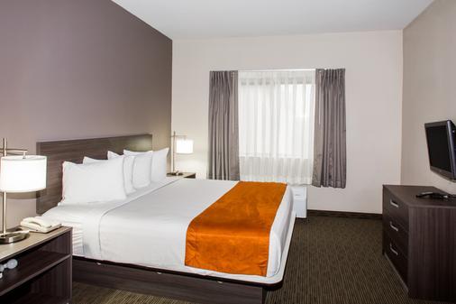 Days Inn & Suites by Wyndham Orlando Airport - Orlando - Bedroom