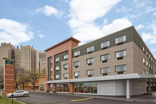 La Quinta Inn & Suites by Wyndham Chicago - Lake Shore - Chicago - Rakennus