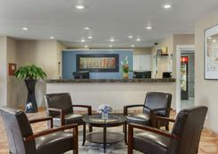 Days Inn by Wyndham Williams - Williams - Lobby