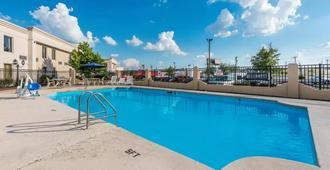 Quality Inn & Suites - Cincinnati - Bể bơi