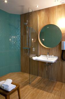 Hotel Boris V. by Happyculture - Levallois-Perret - Bathroom