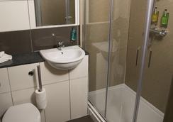 Siberia Bar & Hotel - Aberdeen - Bathroom