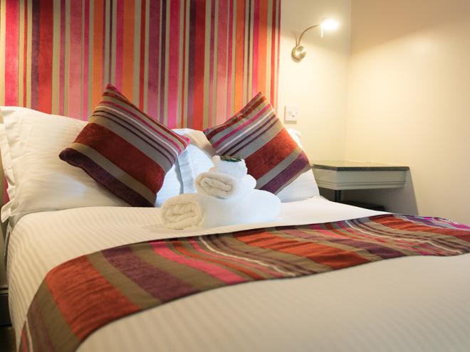 Siberia Bar & Hotel - Aberdeen - Bedroom