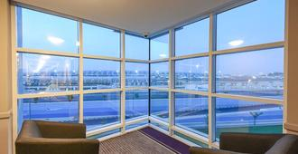 Premier Inn Dubai International Airport - Dubai - Room amenity
