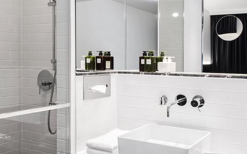Hotel Amano Grand Central - Berlin - Bathroom