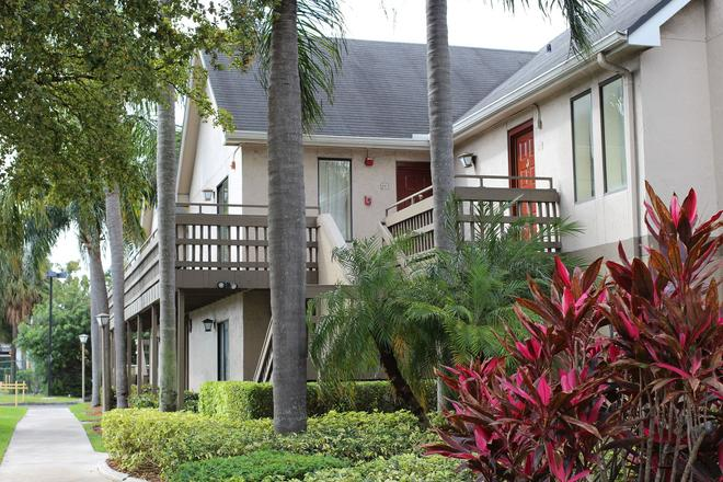 Doral Inn & Suites Miami Airport West - Doral - Κτίριο