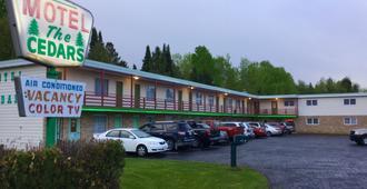 Cedars Motel - Ironwood - Building