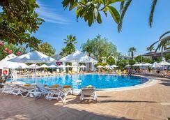 TMT 維拉度假酒店 - 波德倫 - 博德魯姆 - 游泳池
