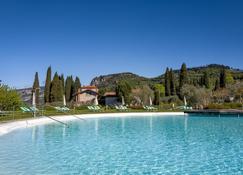 بارك هوتل جيرمانو سويتس - باردلينو - حوض السباحة