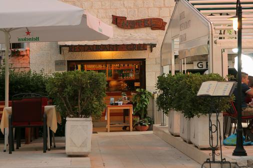 Hotel Trogir - Trogir - Gebäude