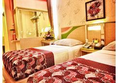 Dewarna Sutoyo Malang - Malang - Bedroom