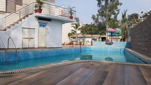 Hotel Sunset Inn Mount Abu with Swimming Pool - Mount Abu - Pool
