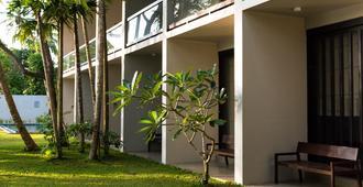 Capital O 385 Rimakvin River Edge Resort & Banquet - Ambalangoda - Building