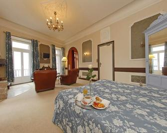 Grand Hotel la Poste - Langogne - Bedroom