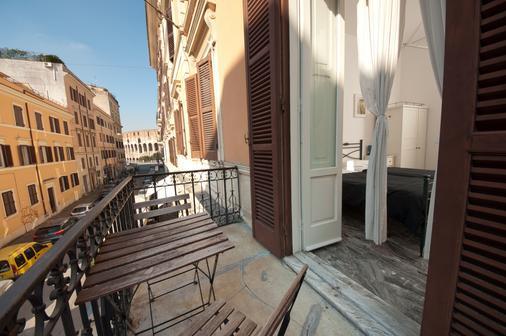 Santi Quattro al Colosseo - Rome - Balcony