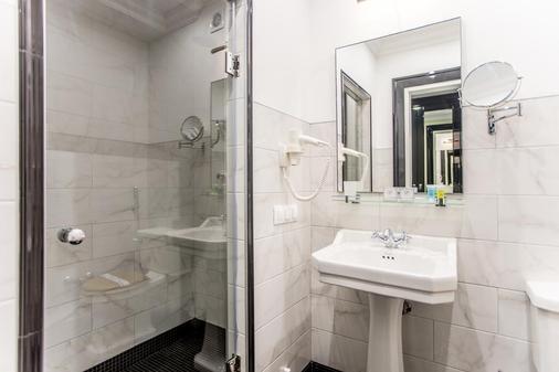 Wall Street - Odessa - Bathroom