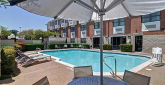 SpringHill Suites by Marriott Dallas NW Hwy. at Stemmons/I-35E - Dallas - Pileta