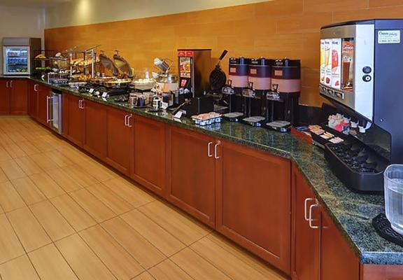 SpringHill Suites by Marriott Dallas NW Hwy. at Stemmons/I-35E - Dallas - Buffet