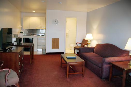 Groton Inn And Suites - Groton - Kitchen