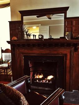 The Pawling House Bed & Breakfast - Pawling - Living room
