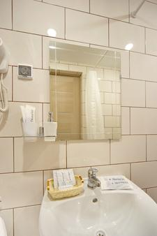 Hotel Piter on Dobrolyubova - Saint Petersburg - Bathroom