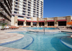 Ramada Plaza by Wyndham Orlando Resort & Suites Intl Drive - Ορλάντο - Πισίνα