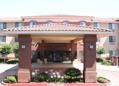 Holiday Inn Express & Suites Davis - University Area - Davis - Rakennus