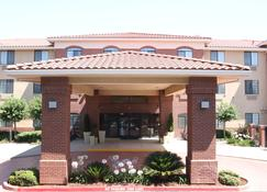Holiday Inn Express & Suites Davis - University Area - Davis - Building