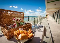 Hôtel Restaurant Splendid Camargue - Le Grau-du-Roi - Balkon