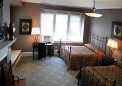 Longwood Inn - Brookline - Bedroom