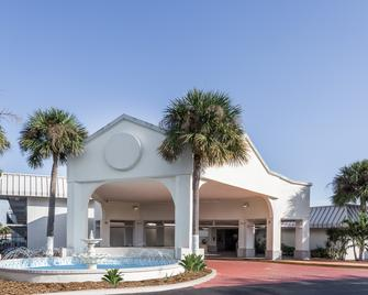 Days Inn by Wyndham St. Petersburg / Tampa Bay Area - Saint Petersburg - Κτίριο