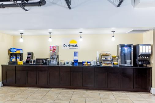 Days Inn by Wyndham St. Petersburg / Tampa Bay Area - Saint Petersburg - Μπουφές