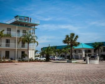 Days Inn & Suites By Wyndham Lake Okeechobee - Okeechobee - Building