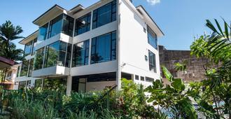 The Rucksack Caratel - Malaca - Edifício