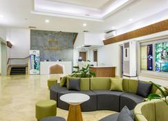 Grand Plaza Hotel - Tamuning - Lobby