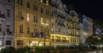 Astoria Hotel & Medical Spa - Carlsbad - Building