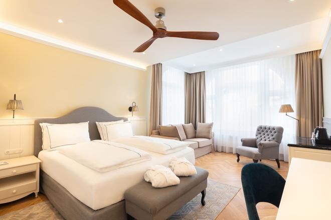 Strandhotel Ahlbeck - Heringsdorf - Bedroom